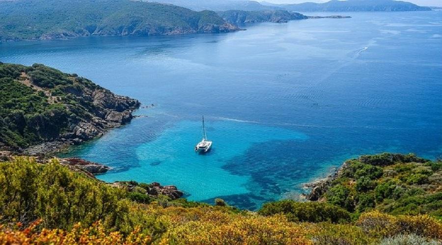 vantaggi di una vacanza in catamarano